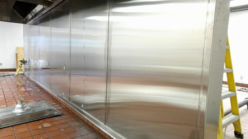 Exceptionnel Long Stainless Steel Wall In New Restaurant Kitchen